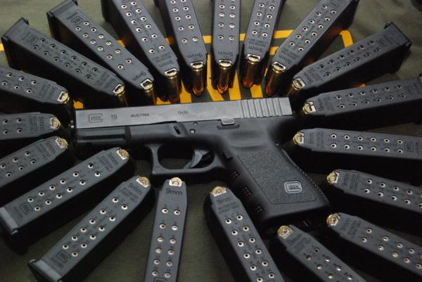 glock-19-with-lots-of-mags-39.jpg